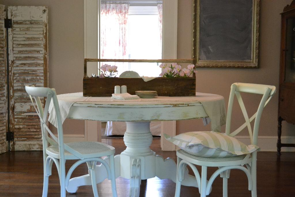 vintage tool box centerpiece and cottage dining room
