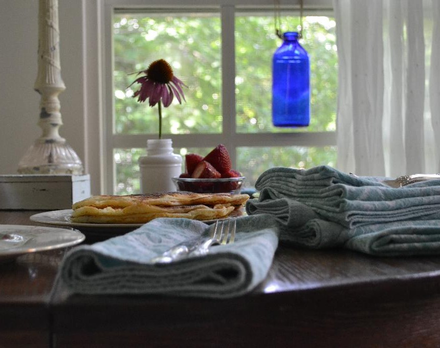 Cottage Fix -breakfast on the sun porch with yard sale find, teal napkins