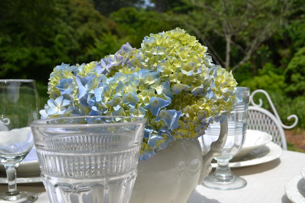 Cottage Fix - hydrangea centerpiece and dining al fresco