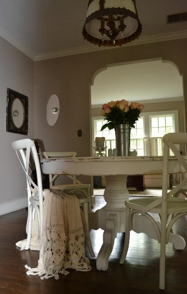 Cottage Fix - dining room with peach roses