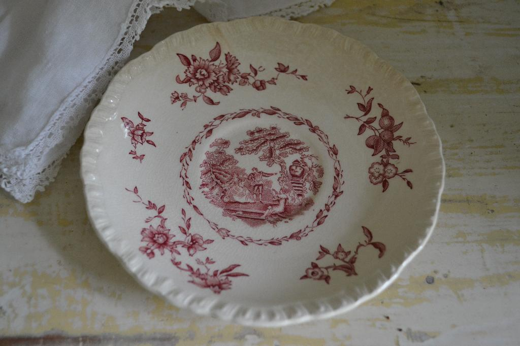 Cottage Fix - red and cream ironstone plate