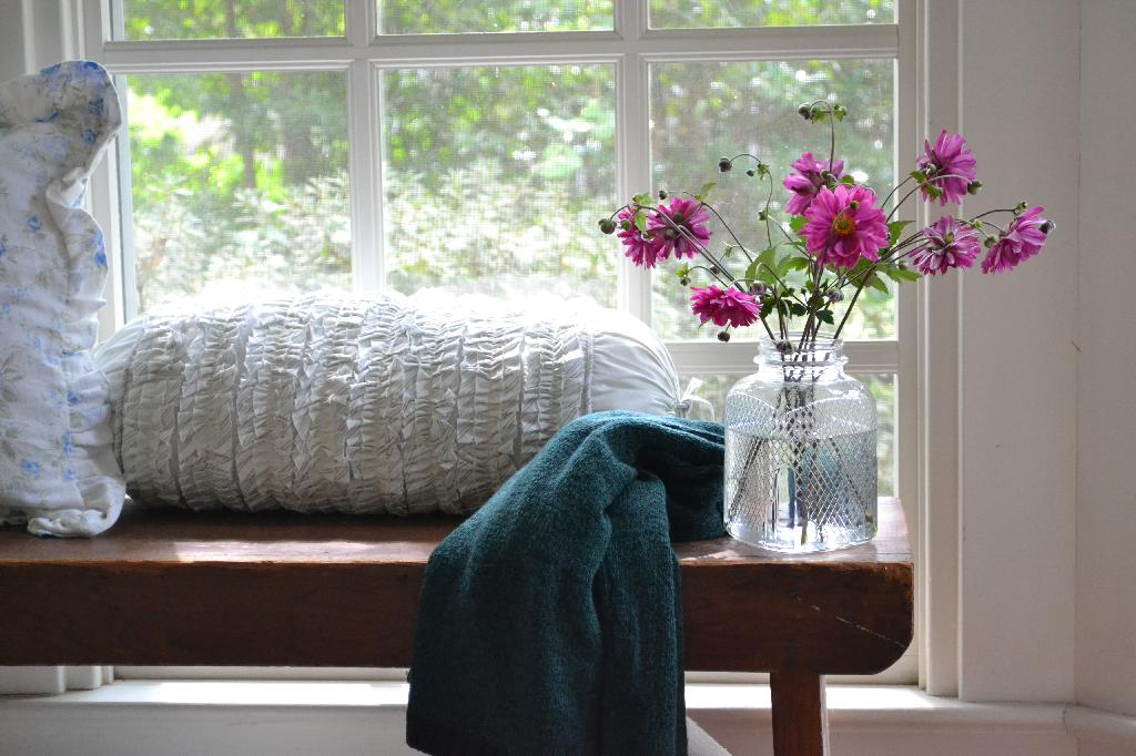 Cottage Fix - rustic bench with pink fall bouquet
