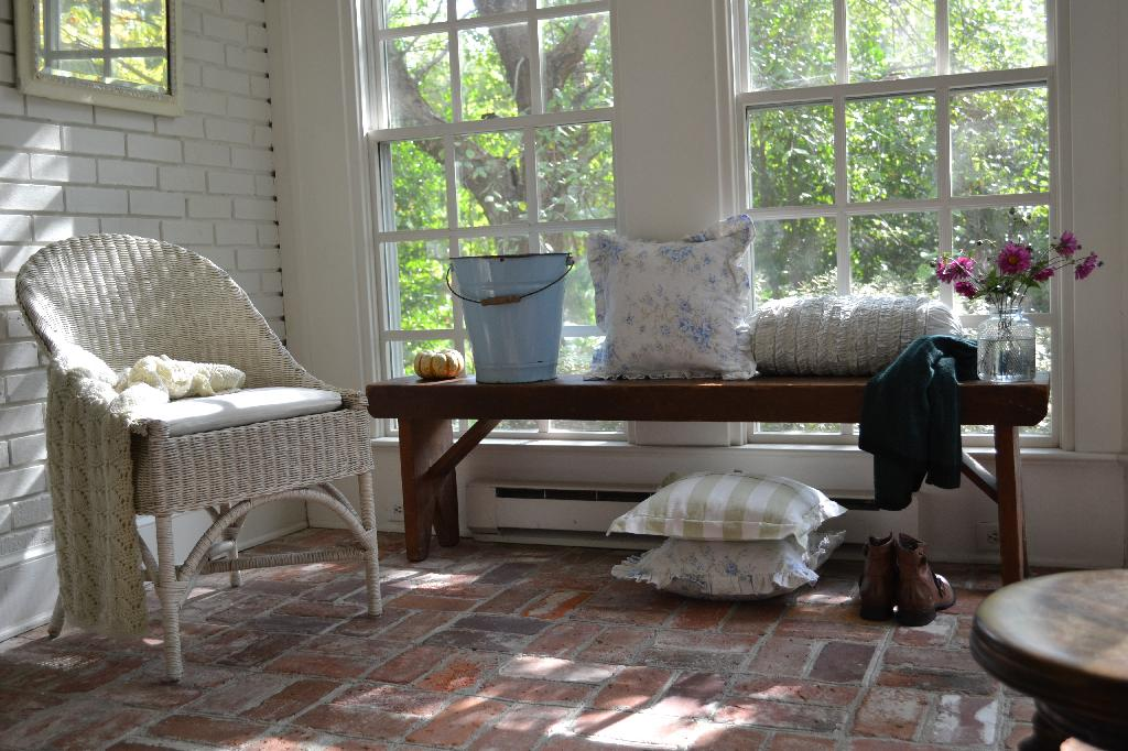 Cottage Fix - the sun porch with fall decor