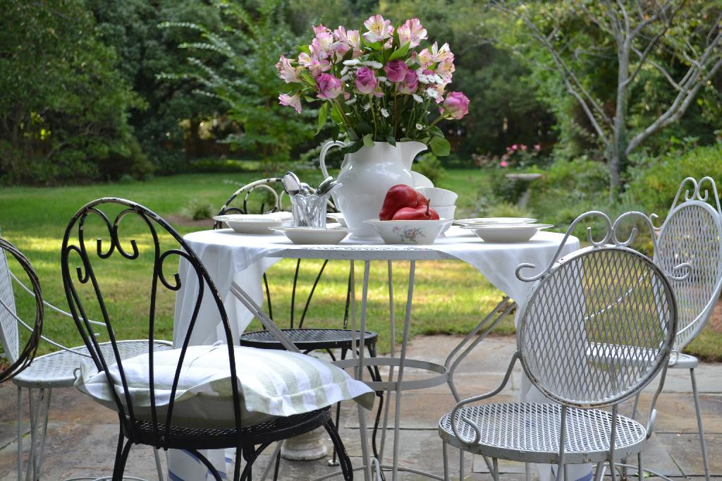 Cottage Fix - mix and match dining chairs outside