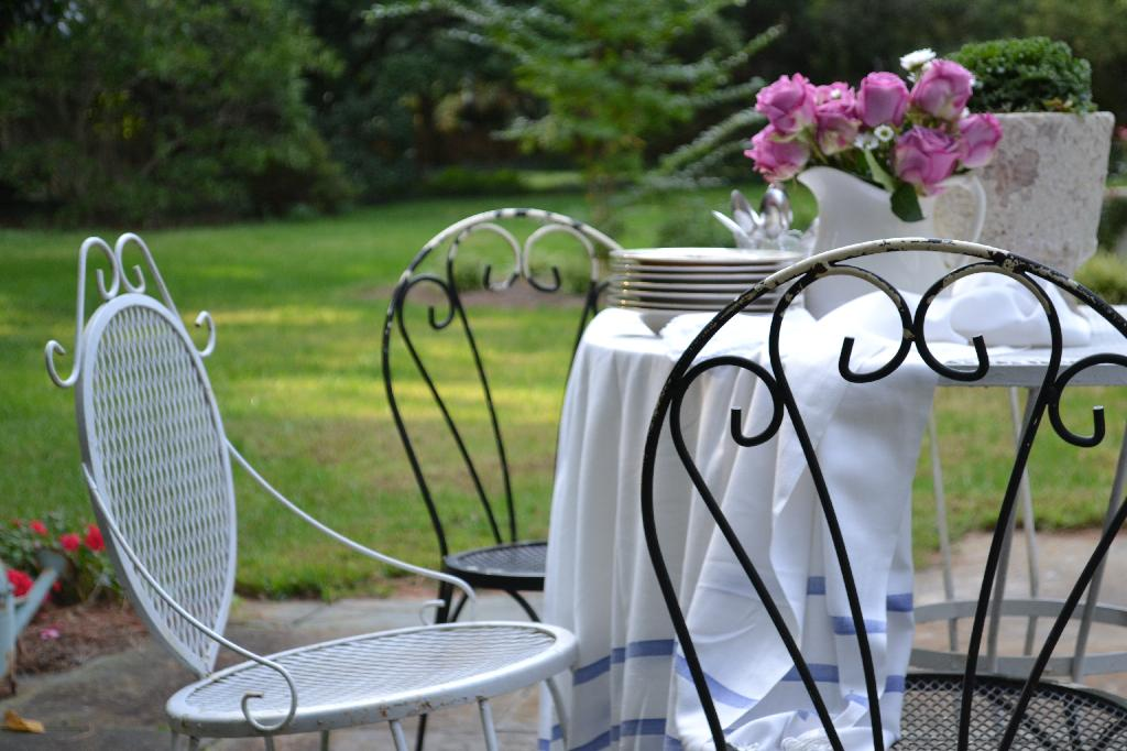 Cottage Fix blog - vintage garden furniture