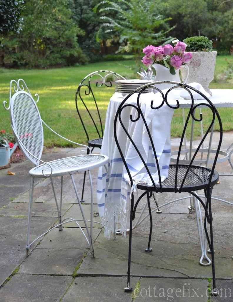 Cottage Fix blog - outdoor dining set from a yard sale