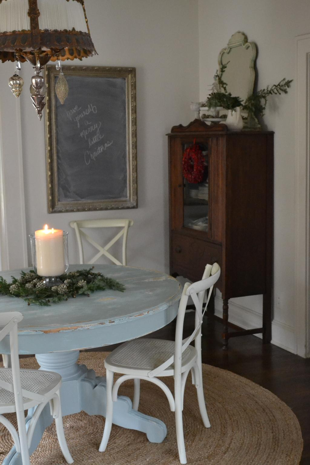 Cottage Fix - dining room at Christmas