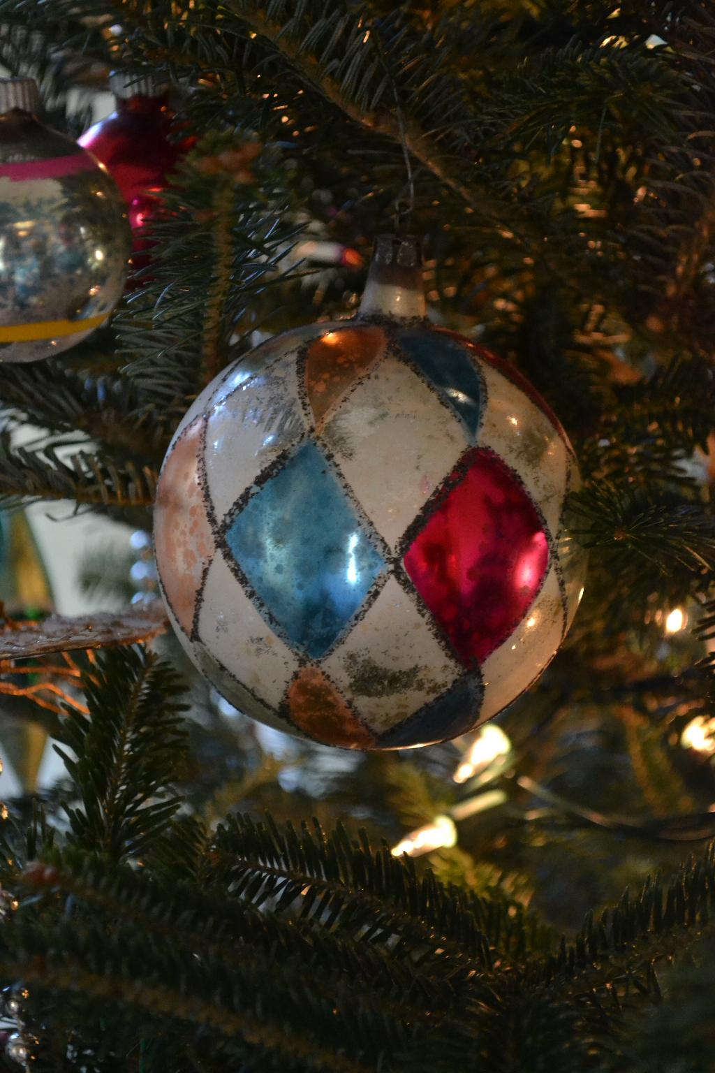 Cottage Fix - vintage bauble