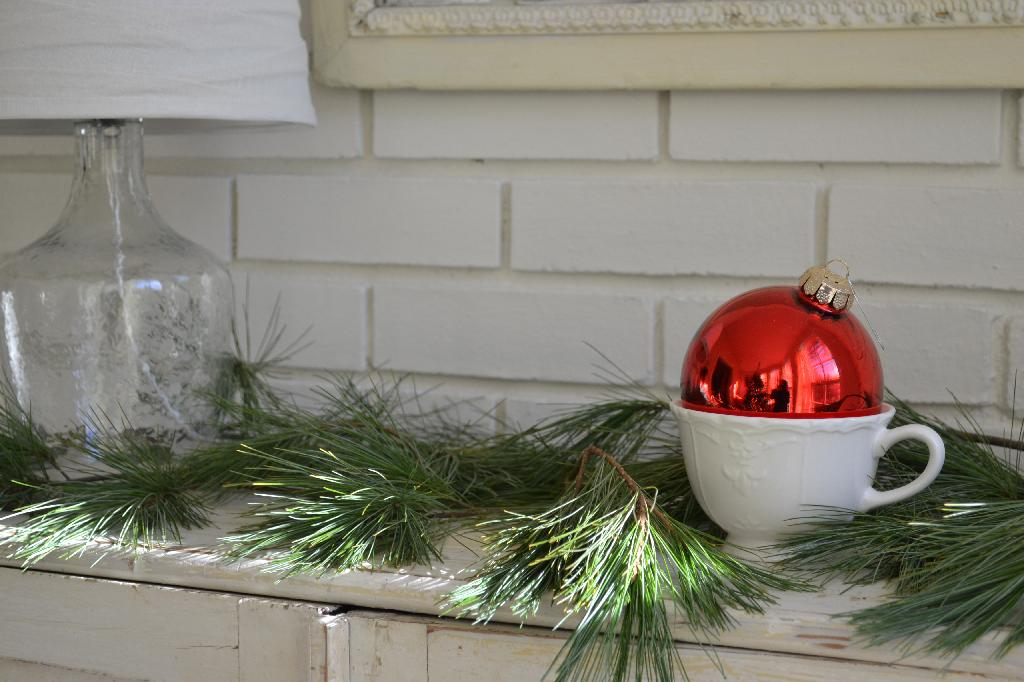 Cottage Fix - fresh pine and red bauble
