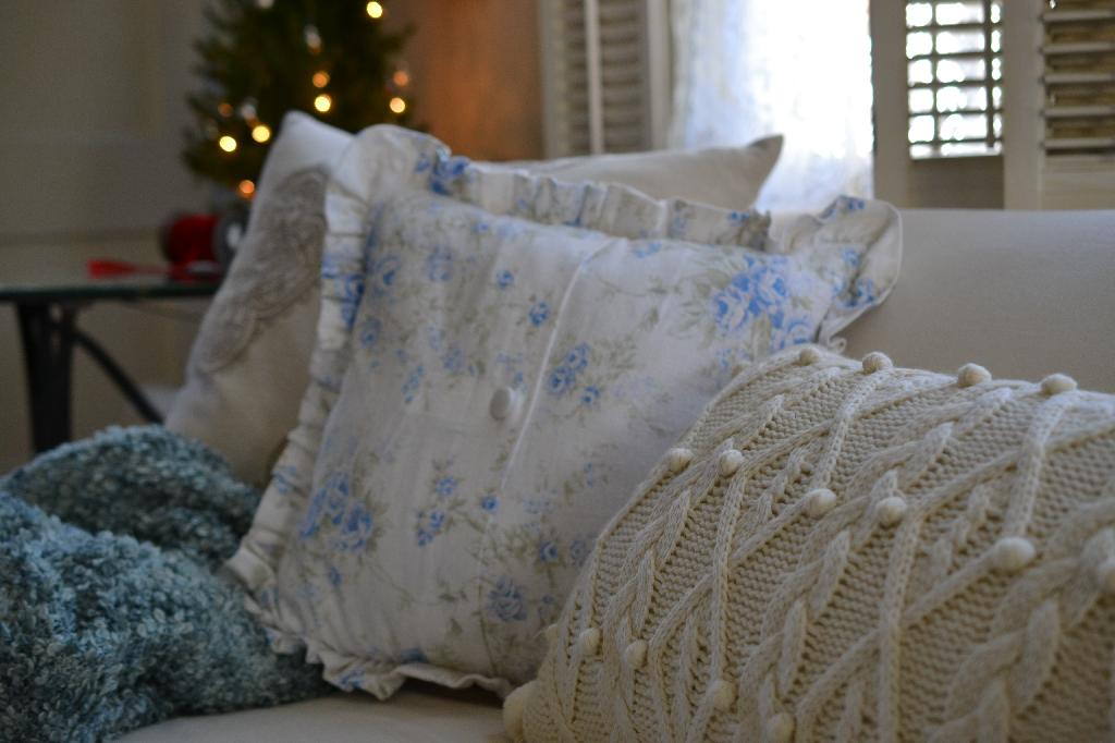 Cottage Fix - shabby chis pillows