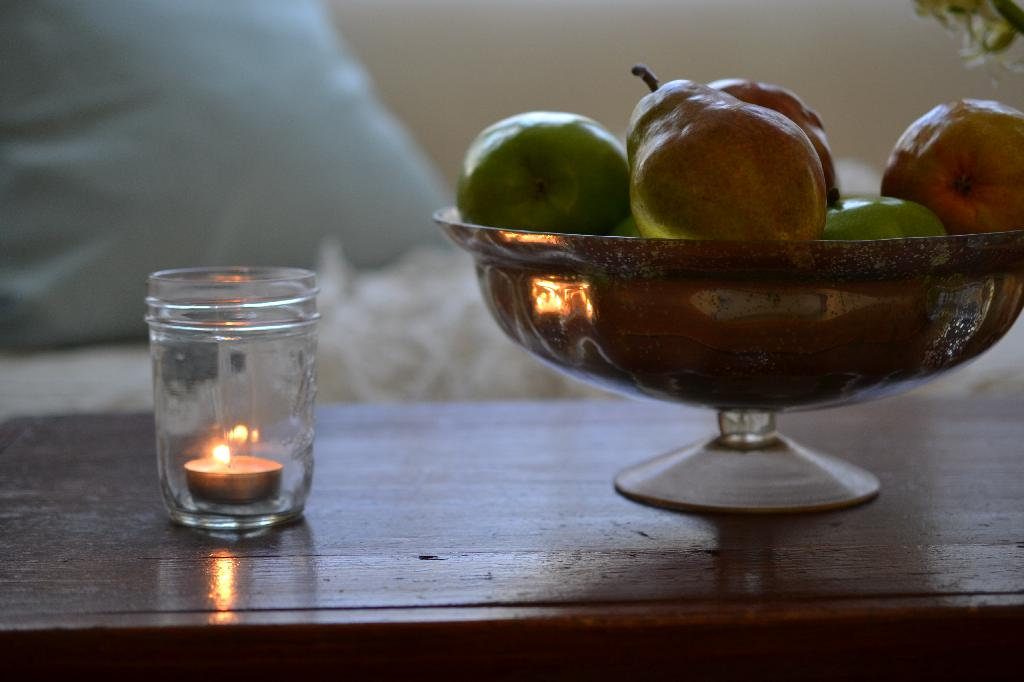 Cottage Fix - bowl of apples and pears and a votive candle