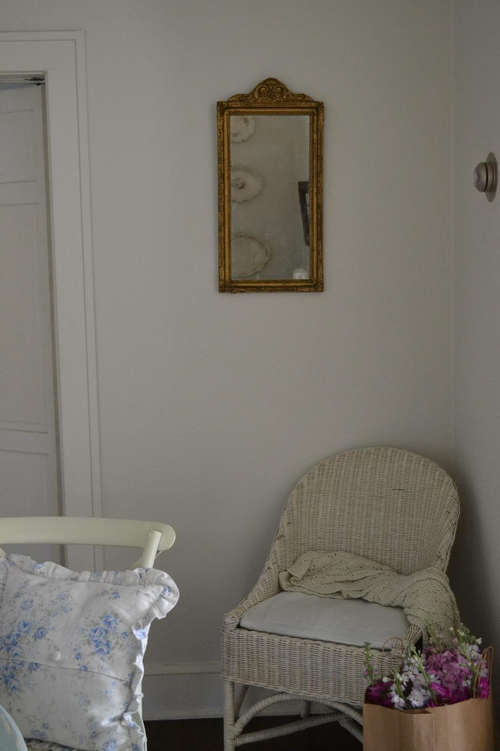 Cottage Fix - French inspired mirror hanging in the dining room