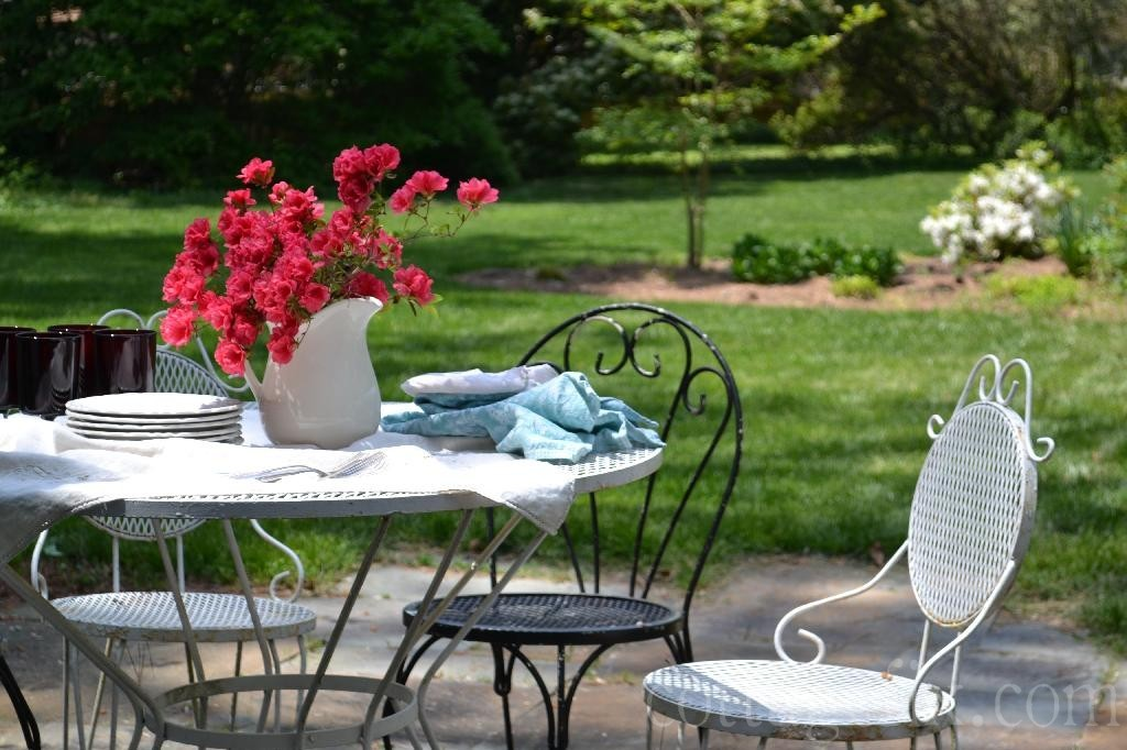 Cottage Fix blog - dining outdoors in the spring garden