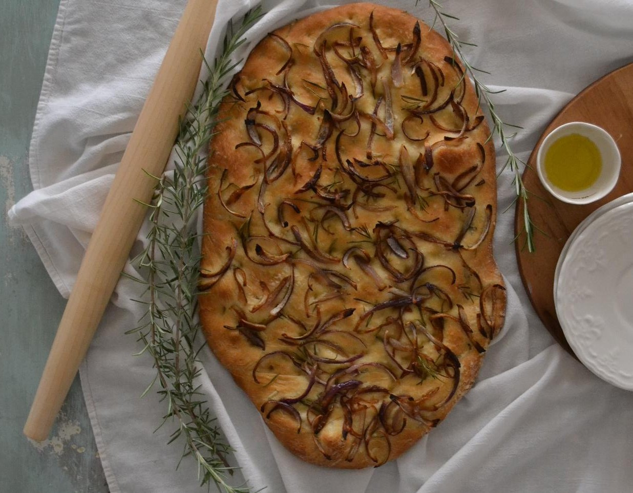 rosemary and onion focaccia bread | cottage fix