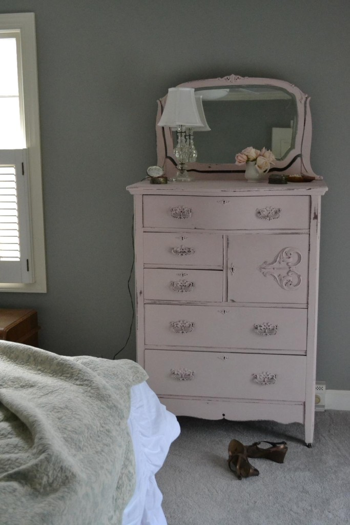 Cottage Fix blog - blush painted dresser in Annie Sloan Antoinette chalk paint