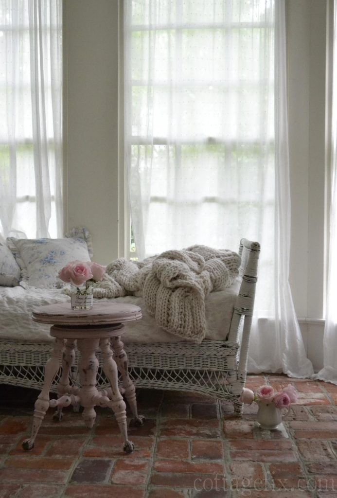 Cottage Fix blog - pink stool using Annie Sloan Antoinette