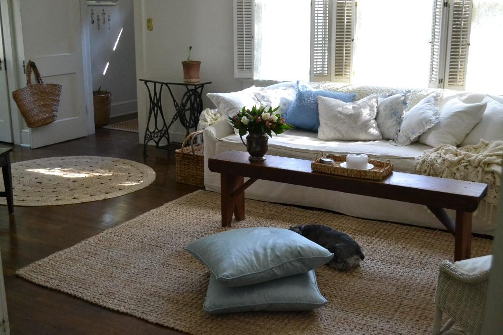 Cottage Fix blog - shabby chic cottage living room