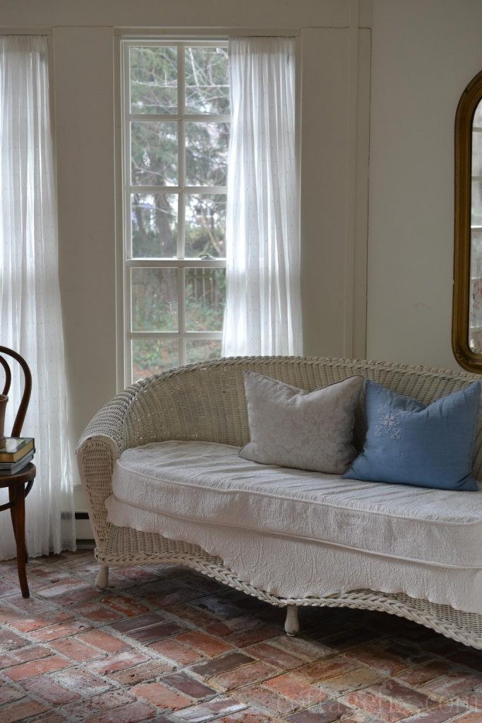 Cottage Fix blog - blue and white color palette