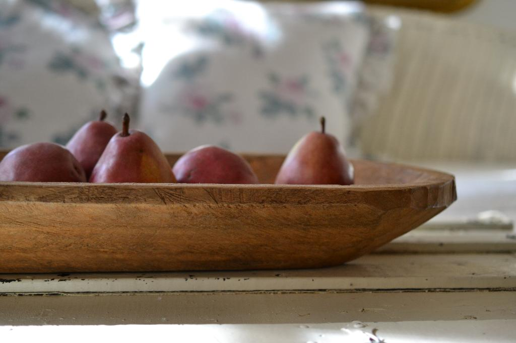 Cottage Fix blog - pears in dough bowl